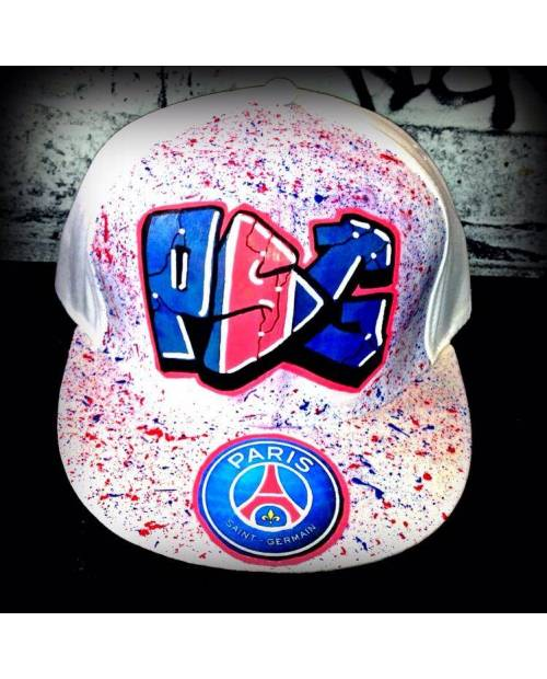 Large Cap Psg Eiffel Tower Heart Jacking